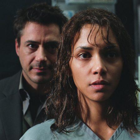 Halle Berry in Robert Downey Jr. v filmu Gothika