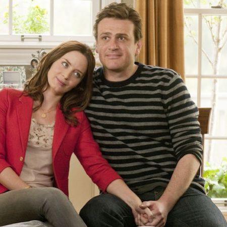 Emily Blunt in Jason Segel v filmu Petletna zaroka.