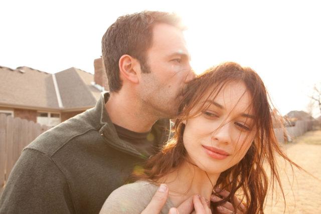 Ben Affleck in Olga Kurylenko v filmu Čudežu naproti.