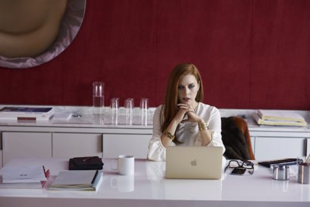 Amy Adams v filmu Nočne ptice (Nocturnal Animals)