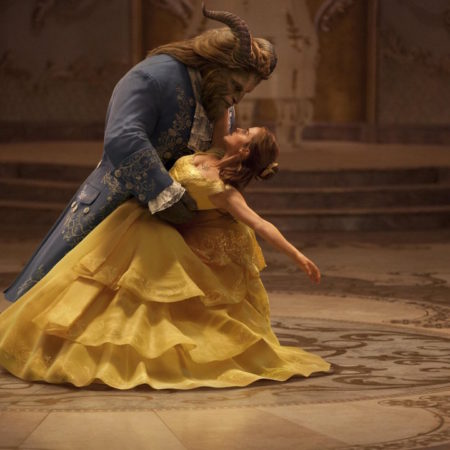 Emma Watson in Dan Stevens v filmu Lepotica in zver (Beauty and the Beast).