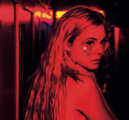 Elle Fanning v filmu Neonski demon.