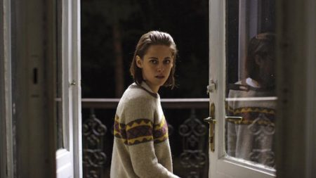 Kristen Stewart v filmu Osebna stilistka (Personal Shopper).