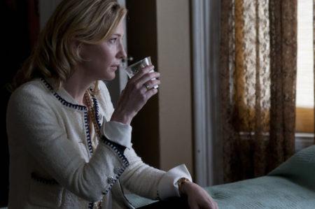 Cate Blanchett v filmu Otožna Jasmine