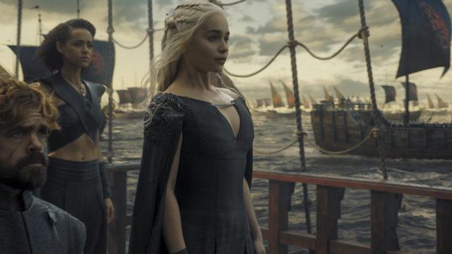 Emilia Clarke v seriji Igra prestolov.