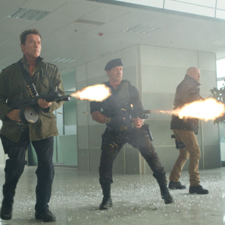 stallone, willis in schwarzenegger v filmu plačanci 2 (the expendables 2)