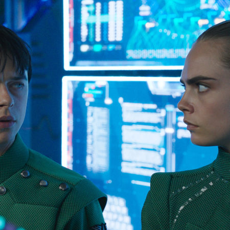 Cara Delevigne in Dane DeHaan v filmu Valerian in mesto tisočerih planetov Valerian and the City of a Thousand Planets