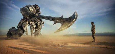 Scena iz filma TRansformerji: Zadnji vitez.