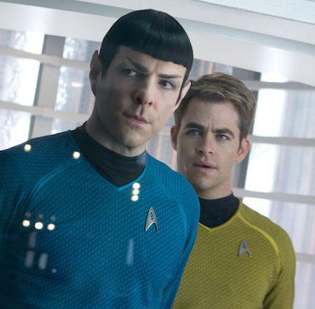 Chris Pine in Zachary Quinto v filmu Zvezdne steze: V temo