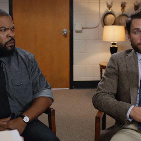 Charlie Day in Ice Cube v filmu Udari kot dedec (Fist Fight).