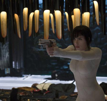 Scarlett Johansson v filmu Duh v školjki (Ghost in the Shell).
