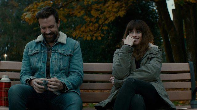 Jason Sudeikis in Anne Hathaway v filmu Velikanka (Colossal)